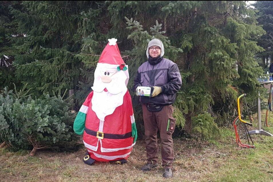 Markus Frenzel sammelt in seinem Weihnachtsbaumland in Gelenau für die Kinderarche.