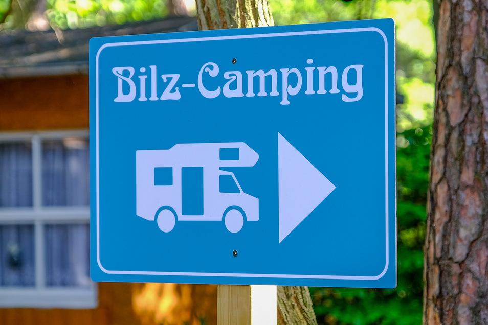 Die neuen Schilder zeigen den Camping-Gästen, wo sie lang müssen.