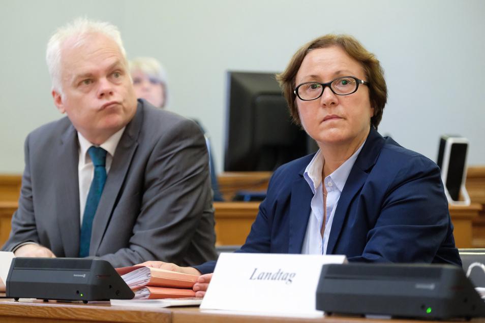 Sachsens Landeswahlleiterin Carolin Schreck und ihr Stellvertreter Robert Kluger.