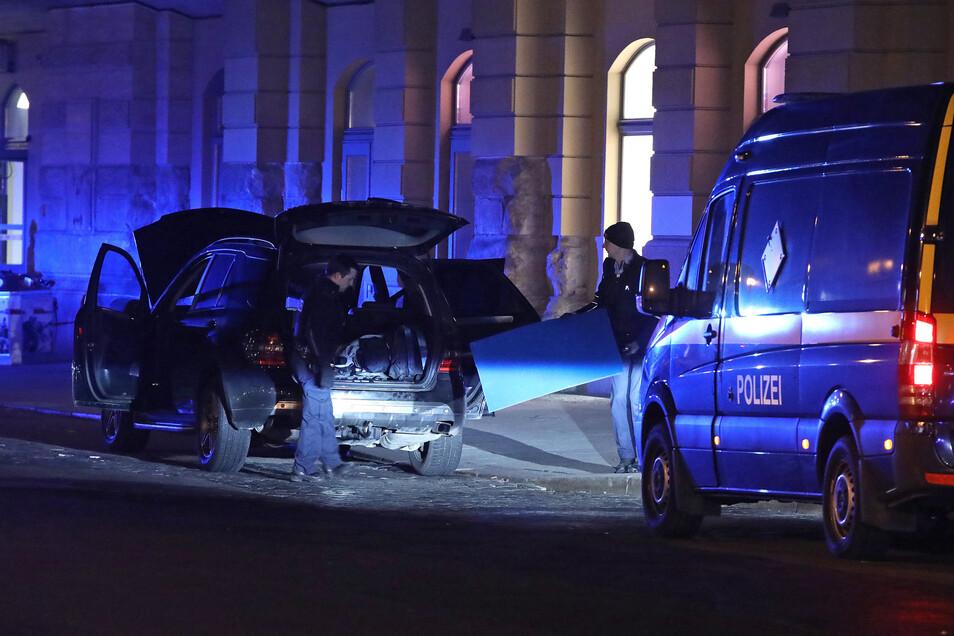 Granaten, Feuerwaffen und Munition versteckten zwei Bosnier im Februar 2019 in diesem Geländewagen.