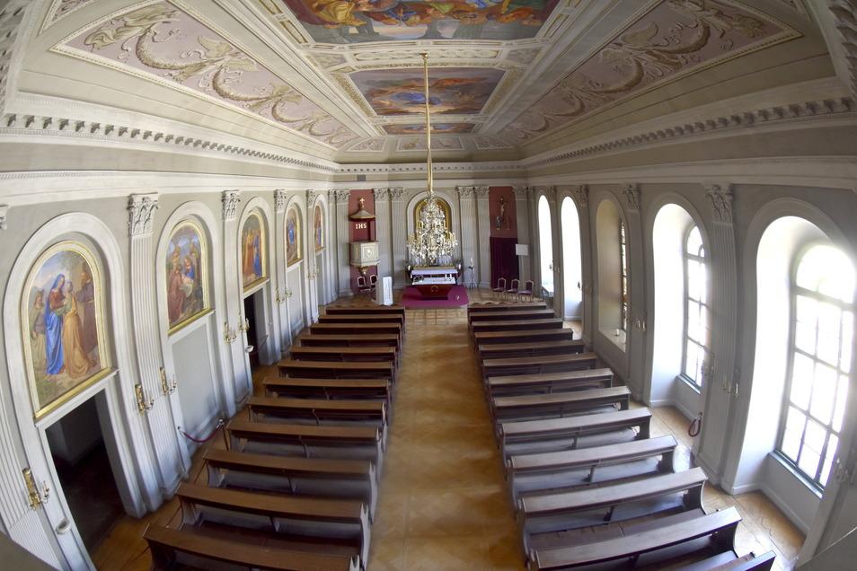 Ein außergewöhnlicher Blick in die frisch restaurierte Schlosskapelle von der Orgel aus.