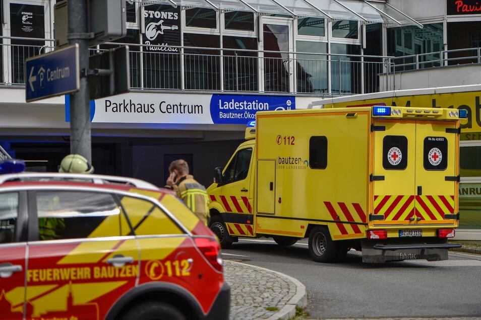 Mitte Mai war ein Jugendlicher nach dem Sturz vom Dach eines Parkhauses in Bautzen vom Rettungsdienst und der Feuerwehr geborgen und vor Ort behandelt worden. Jetzt sind die Ermittlungen zu dem Fall abgeschlossen.