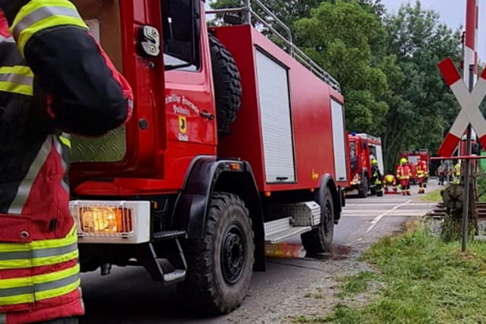 Mehrere Feuerwehren mussten am Mittwochabend zu einem Brand in Pulsnitz ausrücken.
