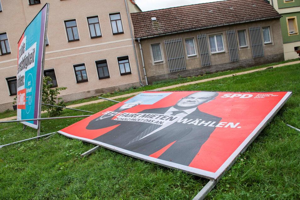 An der Dresdner Kreuzung in Großenhain sind die ersten Kandidaten zur Bundestagswahl zu Fall gebracht worden.