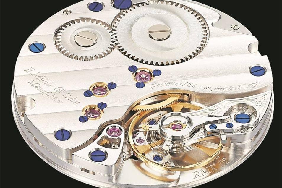 Die neuen Uhren enthalten diese selten gefertigten Dreifünftelplatinen.