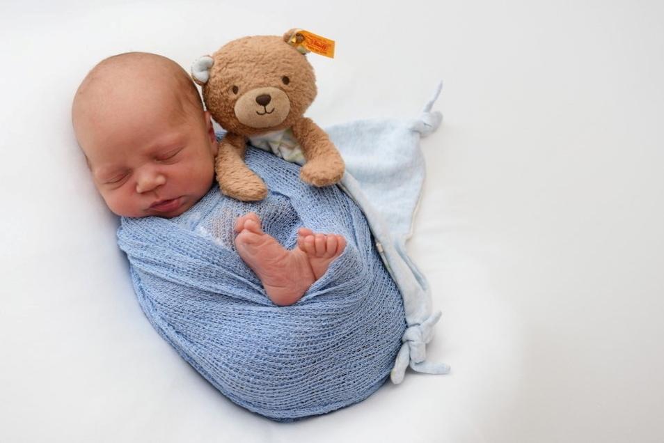 Felix, geboren am 22. Juni, Geburtsort: Pirna, Gewicht: 3.280 Gramm, Größe: 51 Zentimeter, Eltern: Sarah Lawitschka und Stanley Rost, Wohnort: Heidenau