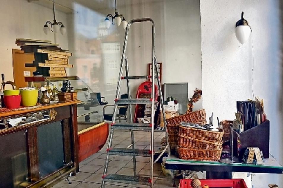 Die Achse von den Neumarktarkaden zur Altstadt funktioniere nicht. So begründet der Meißner Gastronom Ullrich Baudis seinen Abschied vom Hahnemannsplatz. Er ist dabei, das Café in Meißen auszuräumen.