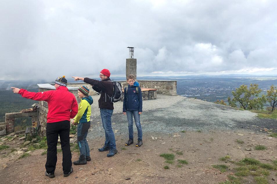 Die Lausche ist mit 792,6 Meter der höchste Berg im Zittauer Gebirge - und am Sonnabend Treffpunkt für Menschen aus Tschechien und Deutschland.
