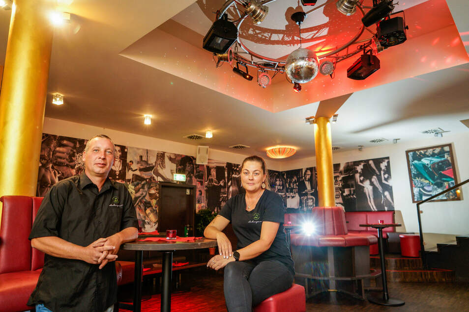 Allein in der Disko: Olaf und Cora Kittan vom Bautzener Club Shakespeare dürfen wegen Corona seit März nicht öffnen. Jedenfalls nicht zum Tanzen.