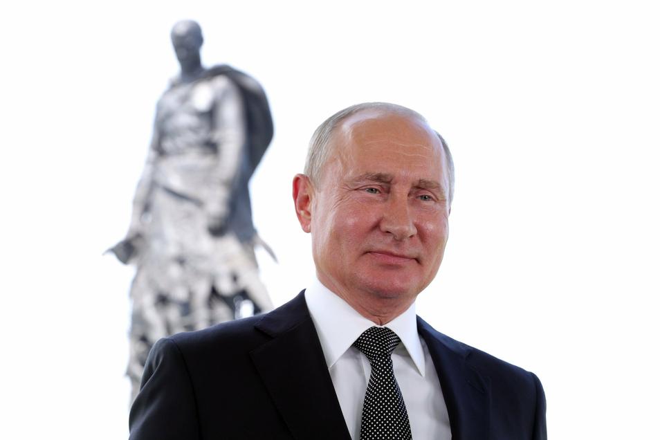 Wladimir Putin, Präsident von Russland, ist von seinen Landsleuten mit der umstrittenen neuen Verfassung gestärkt worden.