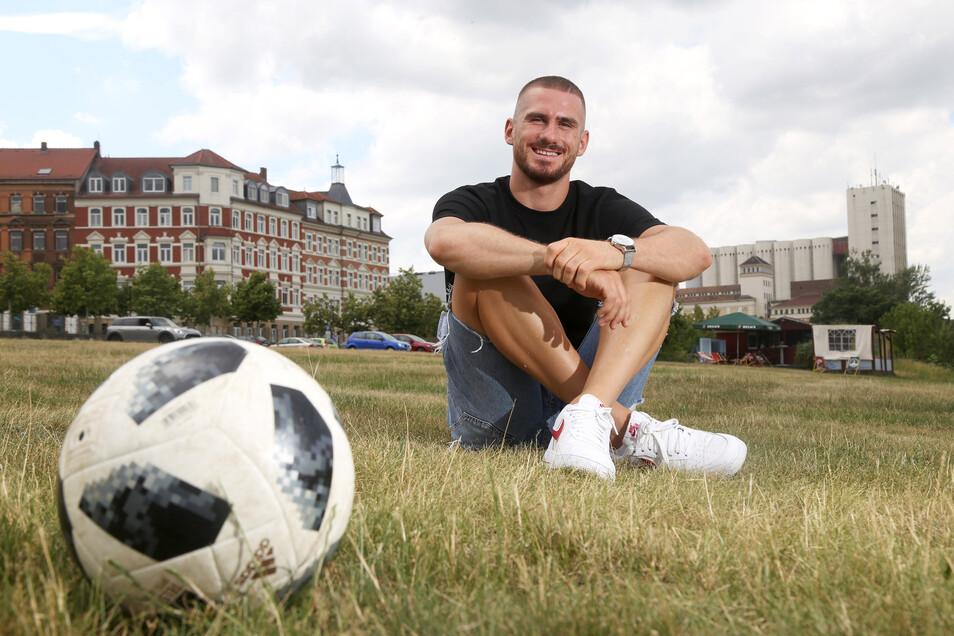 Turgay Gemicibasi, der mit vollem Namen Philipp Turgay Gemicibasi heißt und die doppelte Staatsbürgerschaft besitzt, bei seinem Besuch in seiner Heimatstadt Riesa. Der Fußballer spielt derzeit in der zweiten österreichischen Bundesliga.