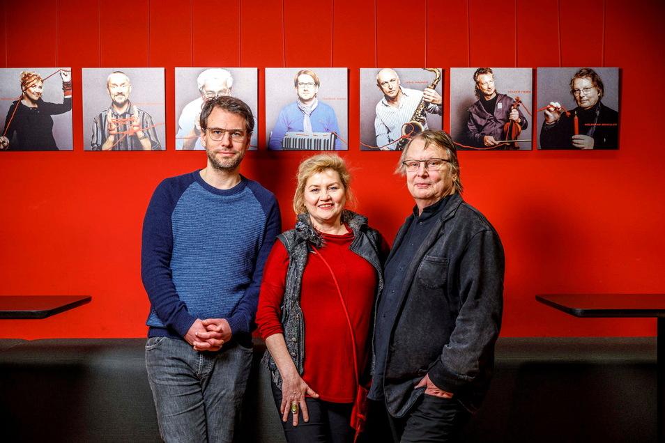 Philipp Schaller (links) mit seinem Vater Wolfgang Schaller rechts und dessen Frau Schaller.