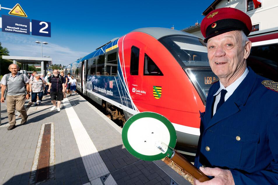 Günther Gebauer ließ am Sebnitzer Bahnhof die Züge abfahren.