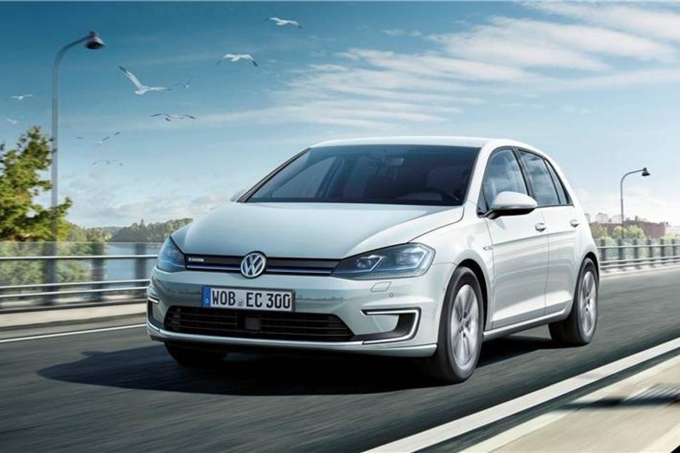 Spitzenreiter  ist Volkswagen. 53 Elektroautos des Konzerns sind in Dresden zugelassen. Kein Wunder, schließlich baut VW den eGolf seit diesem Jahr in der Gäsernen Manufaktur.