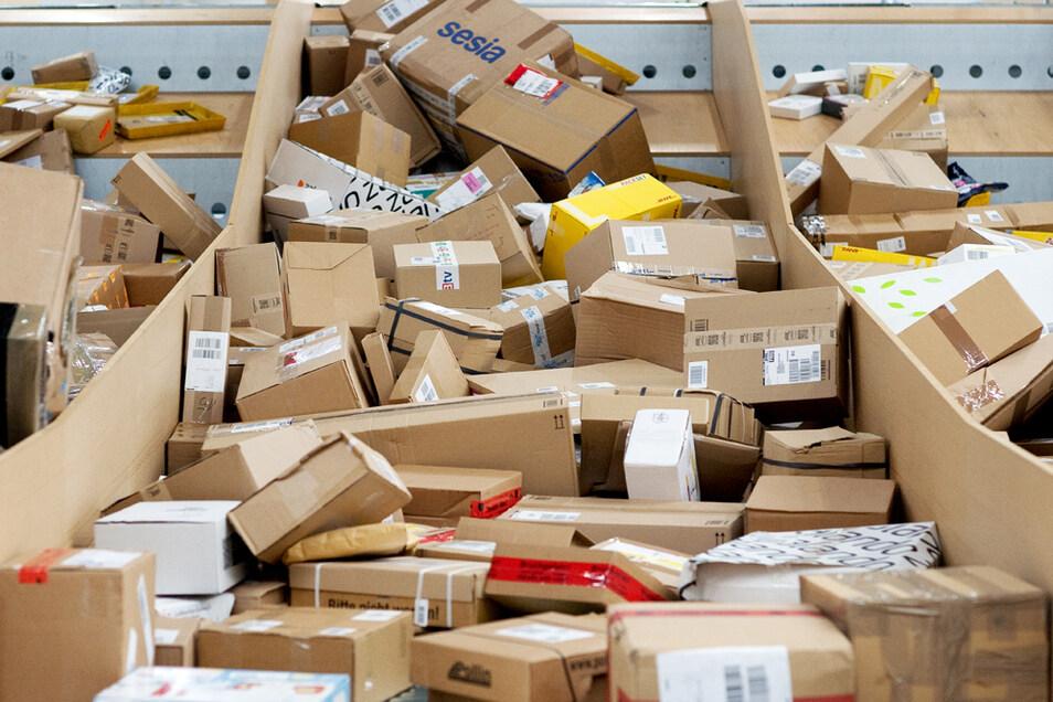 Mehr als vier Milliarden Pakete sind im vergangenen Jahr verschickt worden, Tendenz steigend.