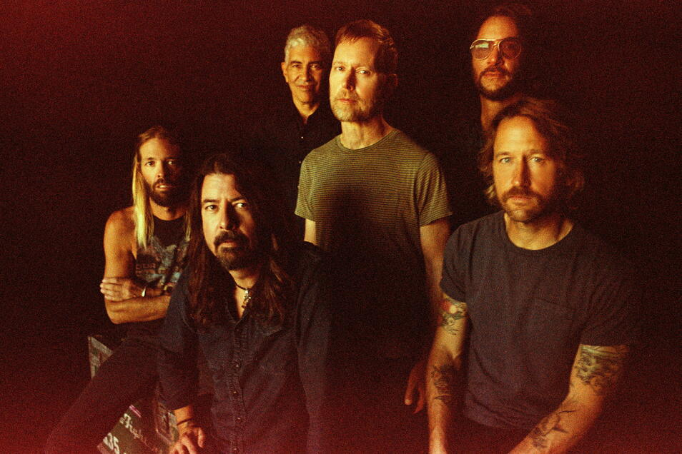 Die US-amerikanische Rockband Foo Fighters mit Taylor Hawkins (l-r), Dave Grohl, Pat Smear, Nate Mendel, Rami Jaffee und Chris Shiflett