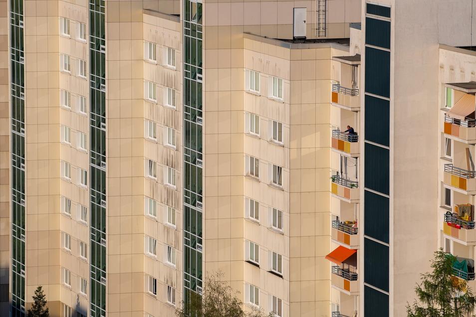 Seit den 1990ern hat sich der Stadtteil gewandelt. Geblieben sind oft diejenigen, die keine anderen Optionen hatten. Die Mieten in den Plattenbauten gehören zu den günstigsten der Stadt.