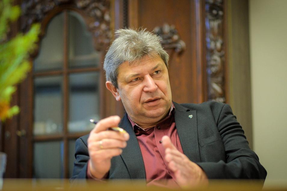 Der Bischofswerdaer Oberbürgermeister Holm Große leitet den Kreisverband Bautzen der Freien Wähler - der jetzt heftige Kritik am Umgang der Politik mit der Corona-Pandemie äußert.