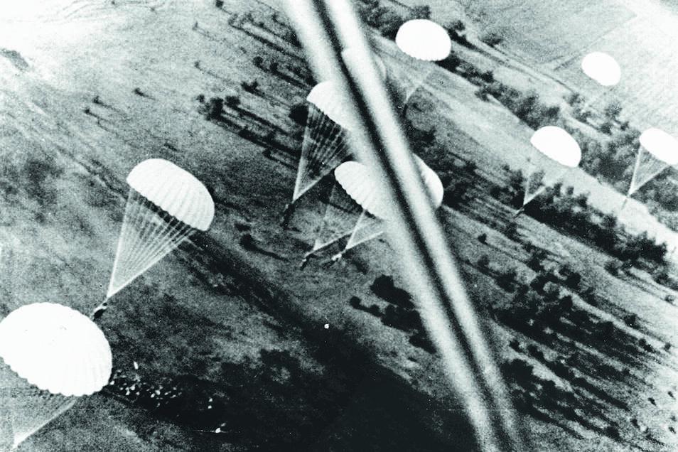 Die Fallschirmjäger der NS-Luftwaffe waren gut ausgerüstete und körperlich fitte Soldaten - und in hohem Maße nationalsozialistisch durchideologisiert.