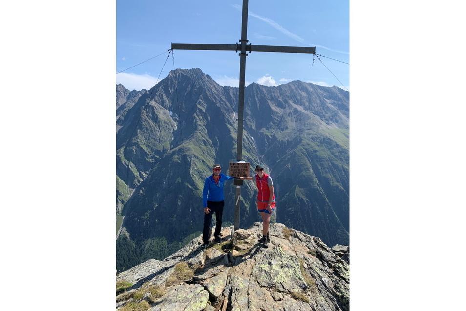 Wanderführer Philipp Eiter und Psychologin Anna Maaß.