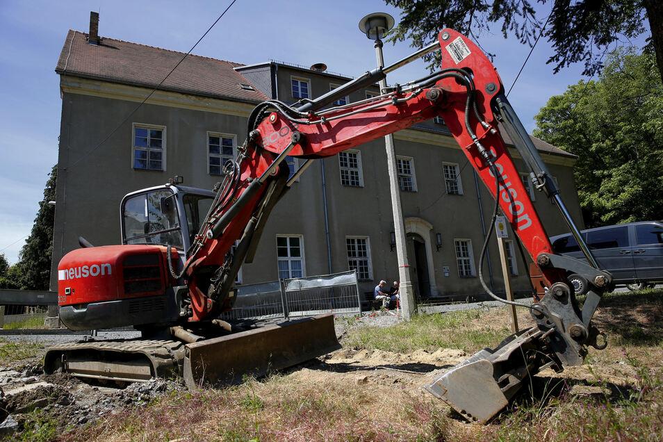 Im Prietitzer Herrenhaus besteht dringender Sanierungsbedarf. Jetzt gab es den offiziellen Start für die Sanierung des Erdgeschosses.