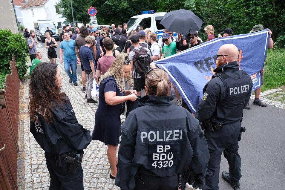 """Die Demonstration des Bündnisses """"Rechts rockt nicht"""" in Ostritz wurde von der Bundesbereitschaftspolizei abgesichert. Zu dieser Hundertschaft gehört auch der in den Fokus geratene Beamte."""