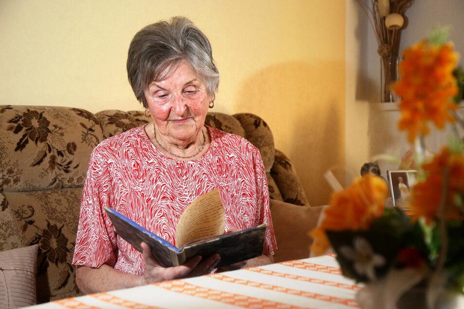 Ursula Vierig lässt sich auch mit 90 nicht von den aktuellen Schwierigkeiten unterkriegen. Allerdings bewegt sie in diesen Tagen die Erinnerung an das Kriegsende vor 75 Jahren, über das die Riesaerin Tagebuch geführt hat.