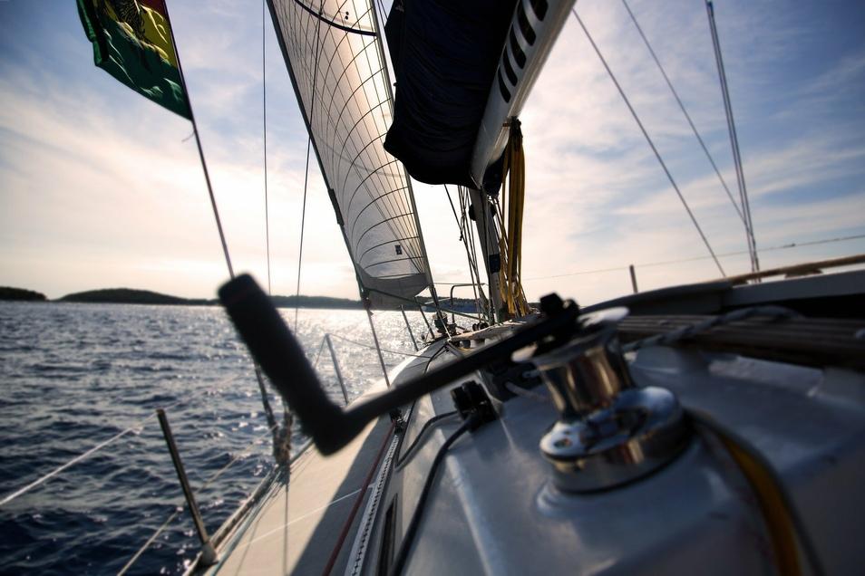 Die Segelschule Dreiländereck hält für Freizeit- und geübte Kapitäne unvergessliche Freizeitangebote bereit.