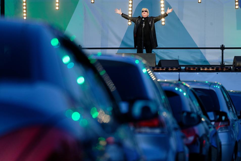 Heino ist zum ersten Mal in seinem Leben vor einem Publikum in Autos aufgetreten.