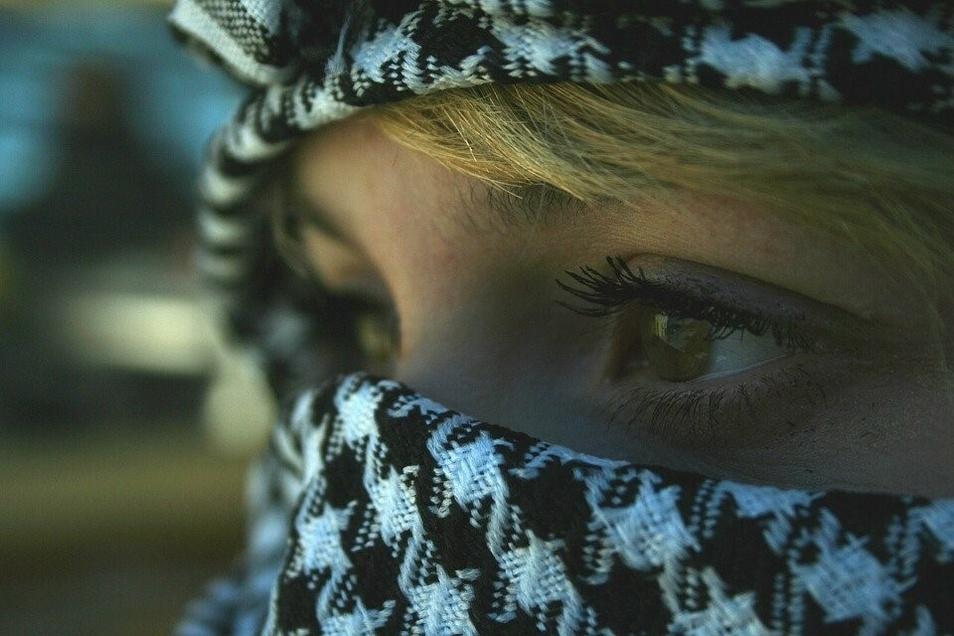 Jugendliche mit Psoriasis sind Meister im Verstecken