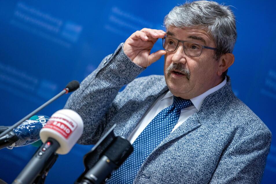 Mecklenburg-Vorpommerns Innenminister Lorenz Caffier (CDU) gibt sein Amt auf.
