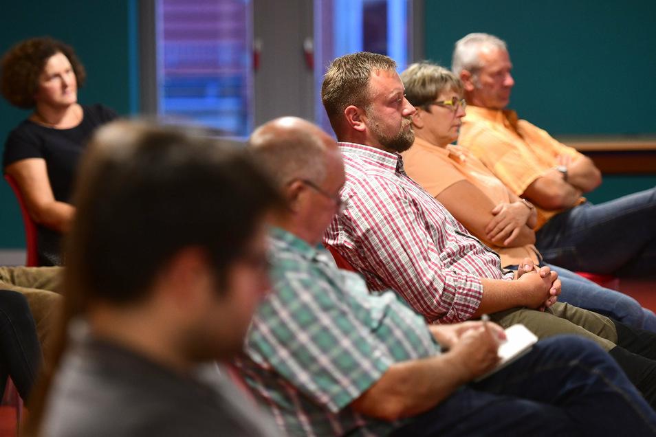 Rund 15 Besucher kamen zur Podiumsdiskussion.
