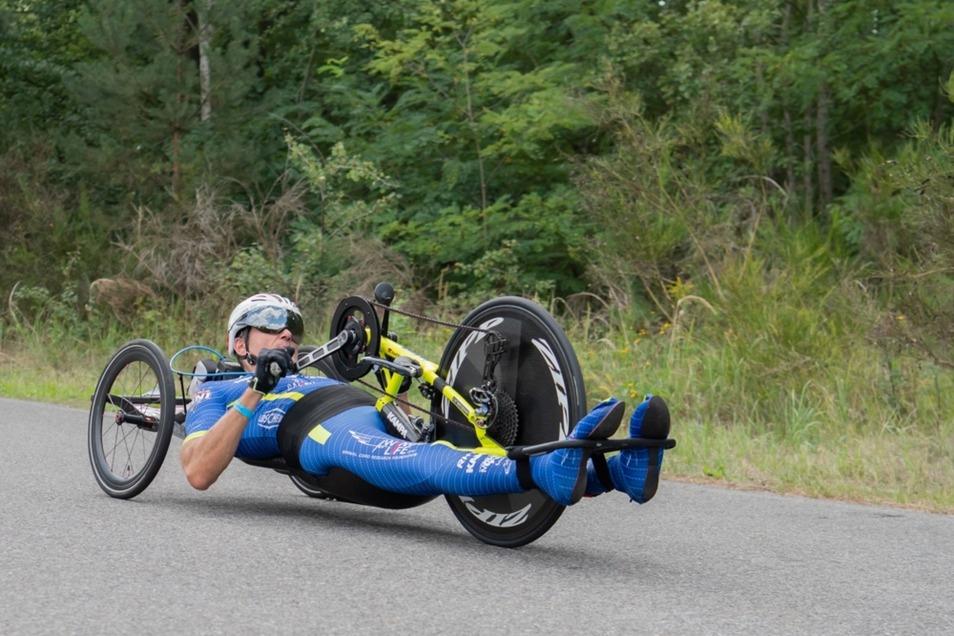 Para-Triathlet Lars Hoffmann nahm gleichfalls die Herausforderung des KnappenMan an. Er bereitet sich auf die Weltmeisterschaft vor, die vom 11. bis 15. September im niederländischen Emmen stattfindet. Der 49-jährige Hoffmann, der nach einem Motorradunfal
