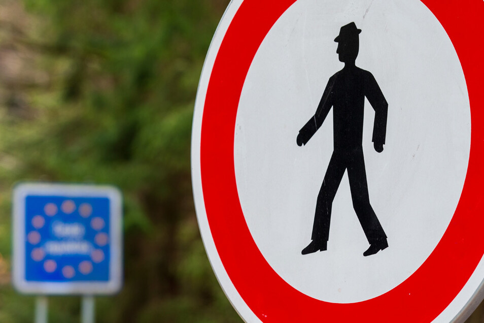 Tschechien lockert Grenzkontrollen, bleibt aber bei hohen Strafen von Zuwiderhandlungen.