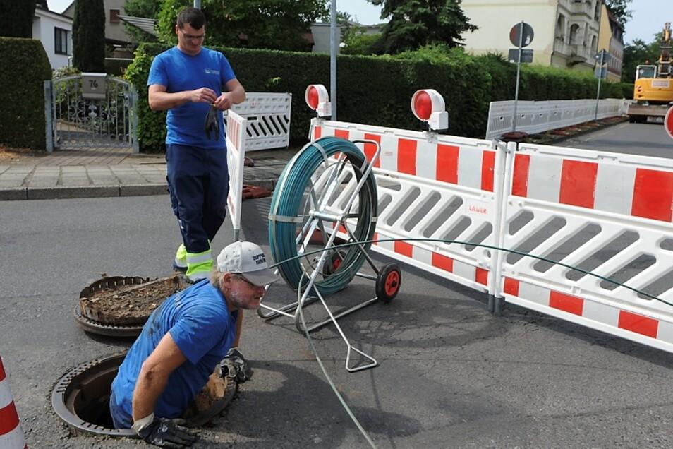André Völkel und Steffen Semmler waren jetzt dabei, die alten Leitungen zu kalibrieren.