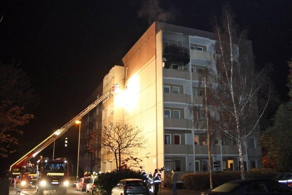 Dicke Rauchwolken drangen am Freitag gegen 4.22 Uhr aus einem Haus auf der Hochschulstraße.