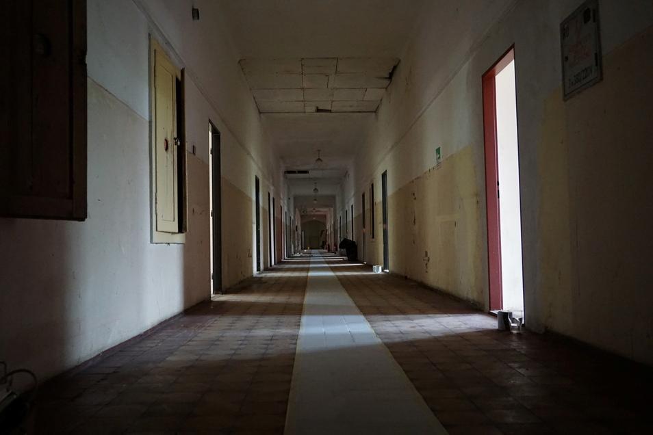 Ein langer, leerer Gang wird an die früheren deutschen Bewohner erinnern.