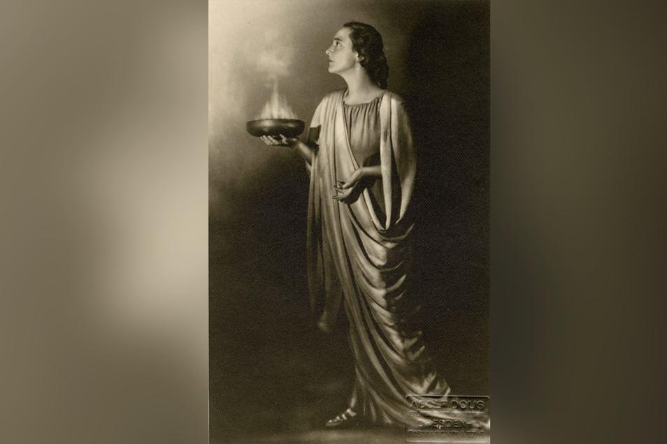 Die ungekrönte Königin der Dresdner Theaterbühne: Mit ihrer Iphigenie schrieb Antonia Dietrich 1931 Theatergeschichte.