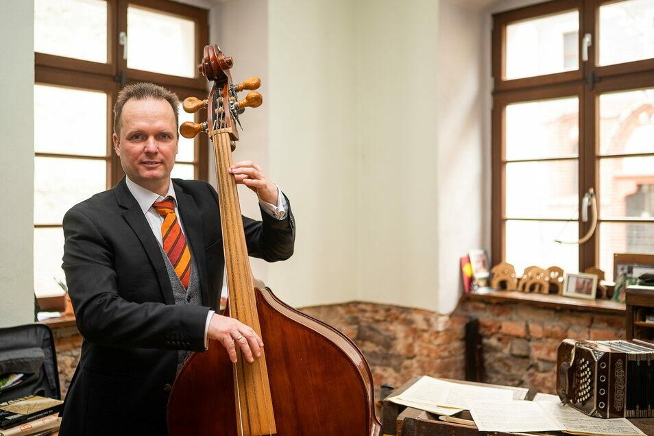 """Alexander Göpfert tritt am Sonnabend mit mehreren Musikerkollegen als Barockensemble """"Collegium musicum Gorlicium"""" in der Evangelischen Kreuzkirche Görlitz auf."""