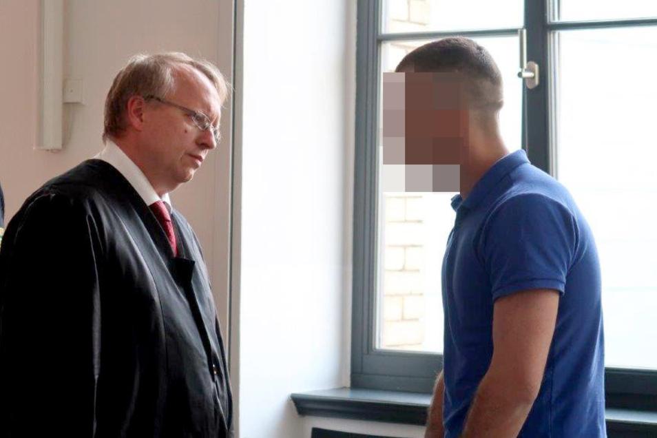 Der Angeklagte Akbar A. (rechts) ist am Mittwoch wegen Vergewaltigung verurteilt worden.