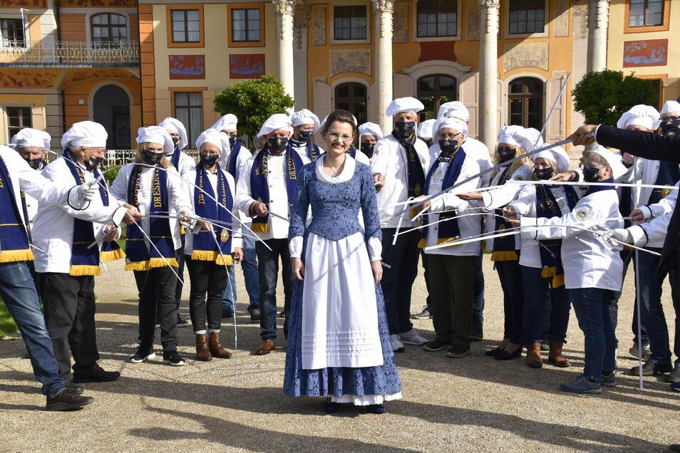 Ohne Maske, aber dafür mit Corona-konformem Abstand: Das neue Stollenmädchen Johanna Meitzner