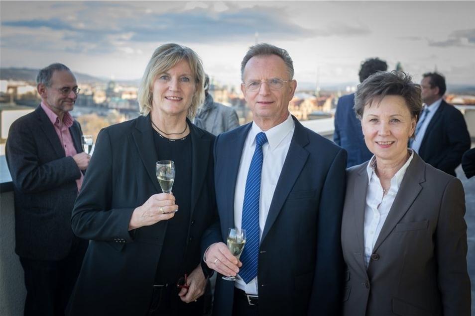Bettina Klemm ruft zum Abschied, und die Prominenz kommt: Am Donnerstag stößt sie auf der Dachterrasse mit den Altoberbürgermeistern Herbert Wagner und Helma Orosz (beide CDU) an.
