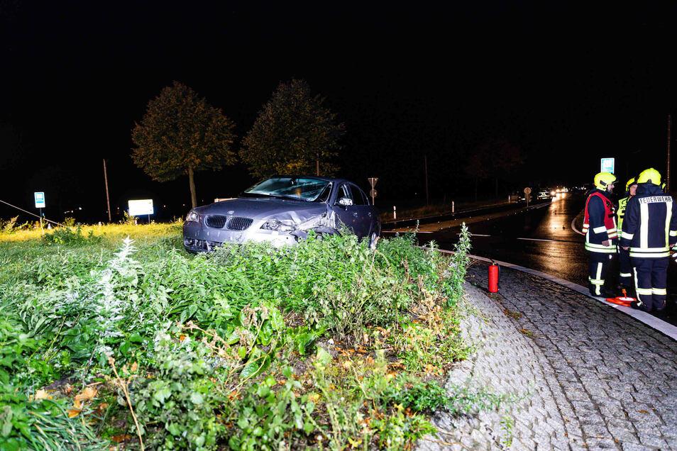 Dieser BMW war in der Nacht zu Sonnabend nahe dem Fischbacher Kreisel in den Gegenverkehr geraten und mit einem Skoda kollidiert.