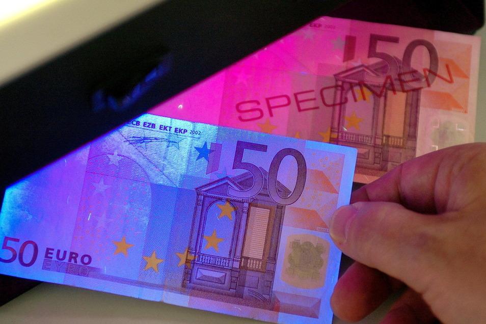 Ein Leisniger soll im Besitz von mehreren gefälschten 50-Euro-Scheinen gewesen sein. Doch hat er damit auch bezahlt?
