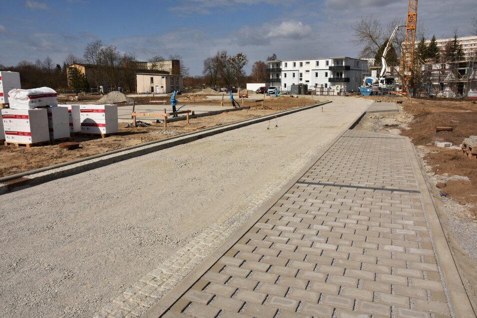 Die Erschließungsstraße wird gut einen Kilometer lang sein. Die Asphaltierung ist für den Mai geplant.