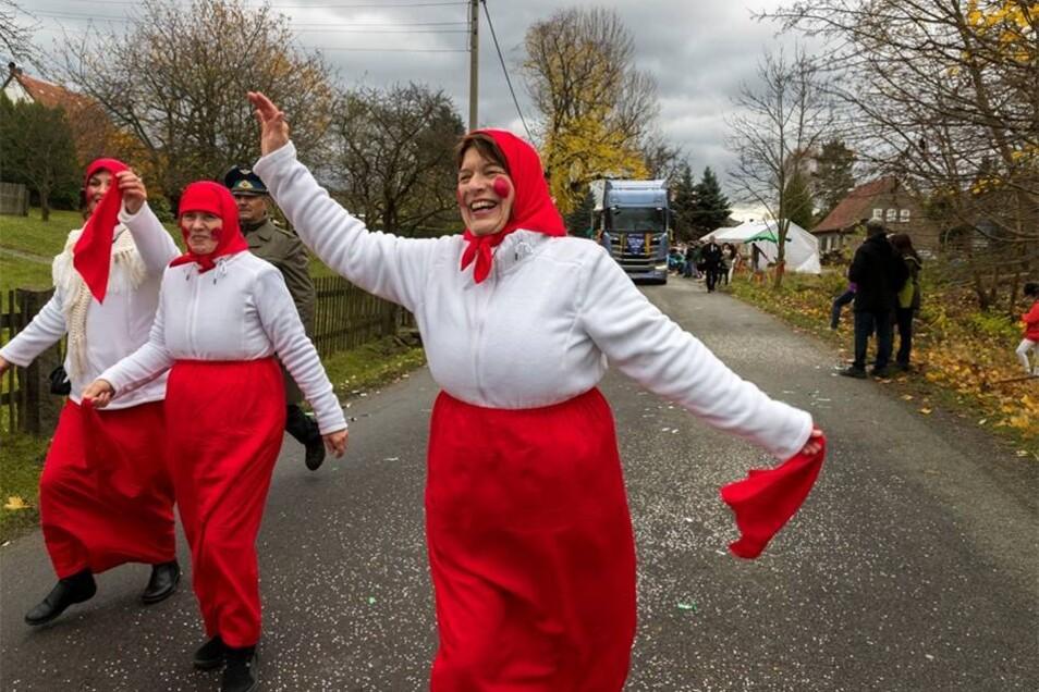 Weil es in Borna-Gersdorf keinen eigenen Faschingsverein gibt, feiern die Narren immer mit in Bielatal. Marko Förster