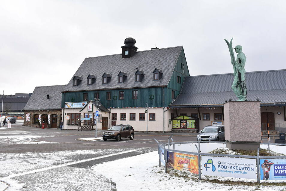 Die Wartehalle im Altenberger Bahnhof ist wieder nutzbar.
