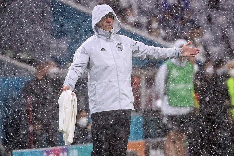 Seine Mannschaft hat ihn nicht im Regen stehen lassen: Nationaltrainer Joachim Löw.