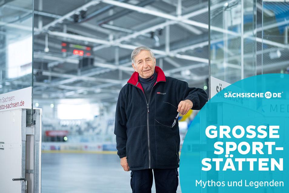 """Klaus Hirche hat alle Spielstätten des Eishockeys in Weißwasser erlebt: als Fan auf dem Braunsteich, als Torwart im Freiluftstadion, als Funktionär im """"Fuchsbau"""" und jetzt als Zuschauer in der neuen Halle."""