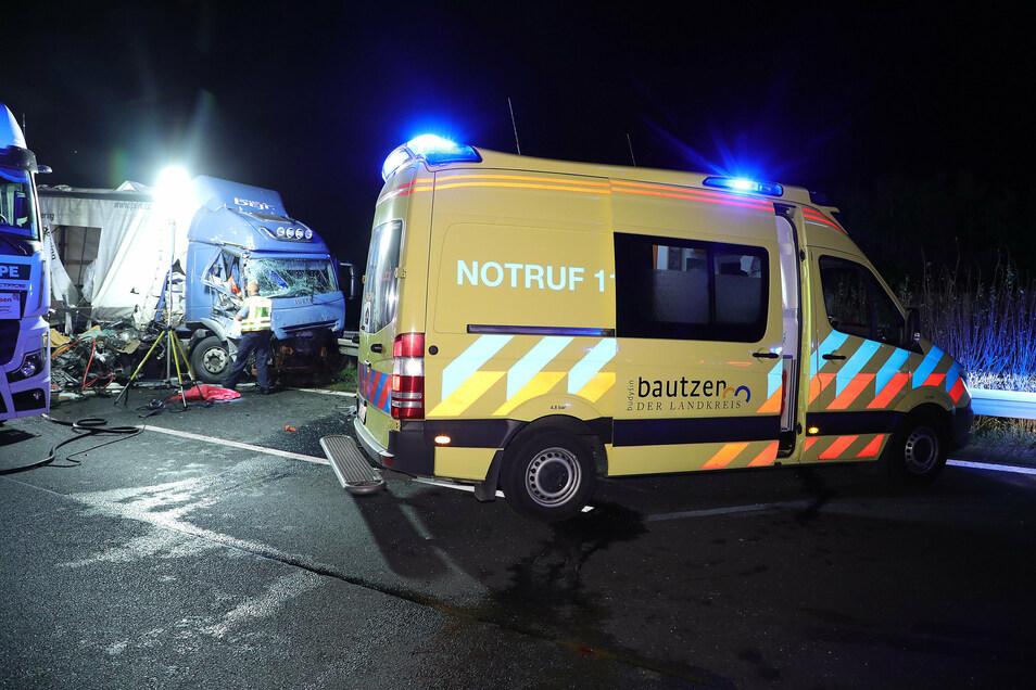 Rettungskräfte waren bis zum frühen Morgen im Einsatz.